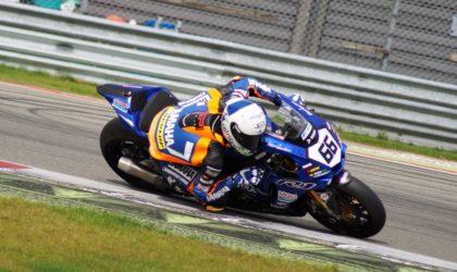 IDM Superbike: Markus Reiterberger vor Florian Alt am Freitag in Oschersleben